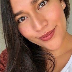 Meet your Posher, Daniela
